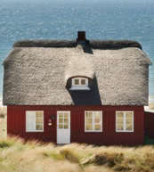 Thatched roofed house for 6 people at the Danish North Sea coast.