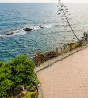 This holiday home is located between Imperia and Sanremo, directly by the sea and just 100 metres from the nearest beach.