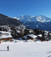 Ski and winter vacation in a holiday home or holiday apartment. Fun on the piste in Switzerland.